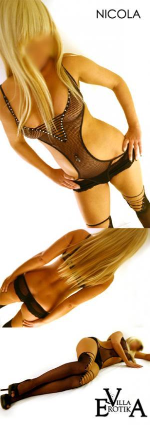 latex anziehen paare nackt
